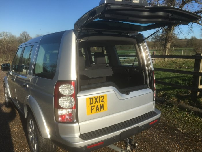 Land Rover Discovery 3.0 SDV6 255 GS 5dr Auto Estate Diesel Silver